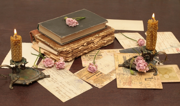 vintage_books_old_flowers_roses_candles_candle_holders_letters_cards_paper_table_74949_4752x2808