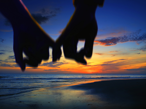 lover holding hand walking on the beach