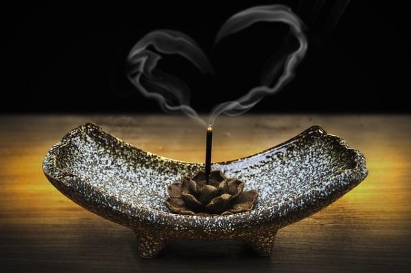 incense-2042096_640