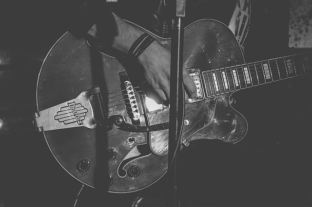 guitar-907655_640