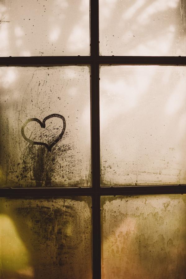 window-2590232_1920