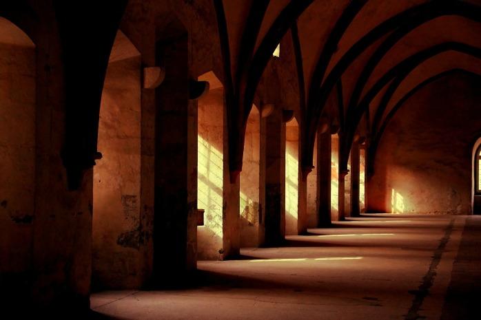 monastery-569368_1920
