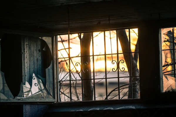 window-1861888_1920