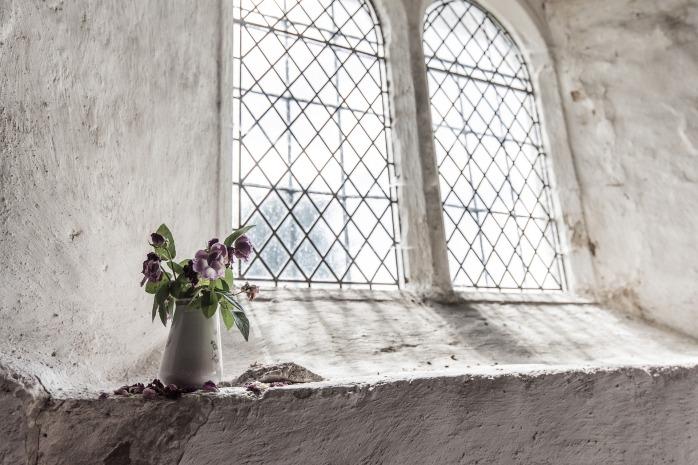 window-2606855_1920