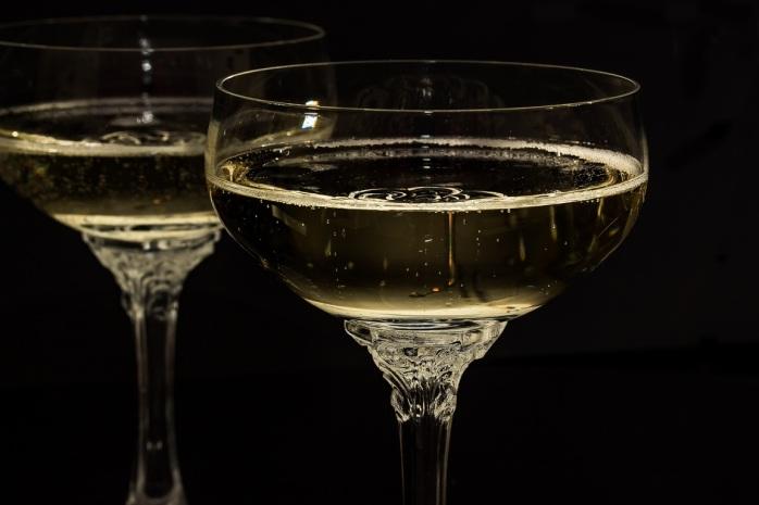 wine-glass-cute-drink-wedding-new-year-1204571-pxhere.com