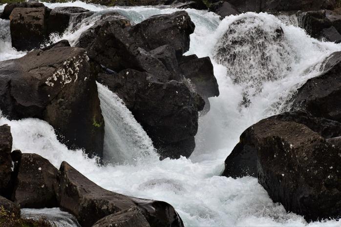 waterfall-2349541_1280