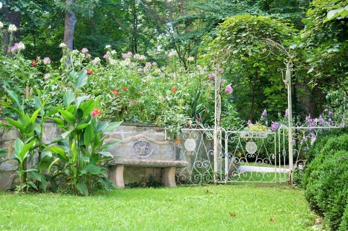 summer-garden-1275405_1280