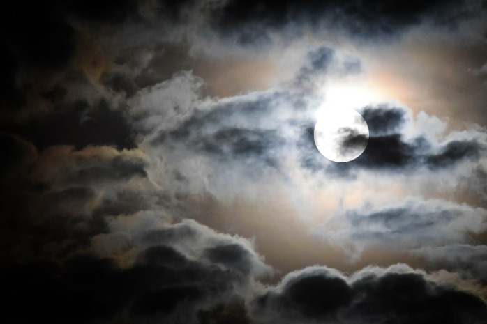 full-moon-595654_1280